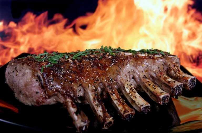 Lamb chops grilled with mustard and maple syrup